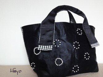 オープンドットパール刺繍・シルクトートバッグ・ブラックの画像