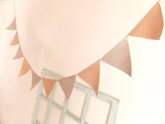 ロングサイズのピンクベージュとスモーキーグレイのガーランド(大)の画像