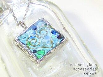 ステンドグラスネックレス・フレームインハート/水色の画像
