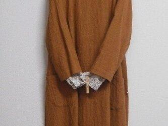 リネンウールの8分袖バルーンワンピース れんが色の画像
