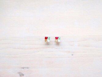 ::: Xmas ::: クリスマスカラー 四角モチーフのノンホールピアスの画像