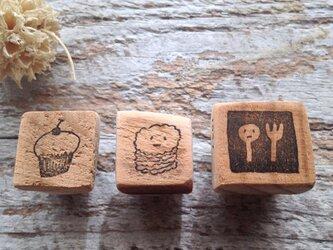 1027 スプーンとフォーク、カップケーキとスコーンちゃんのセット の画像