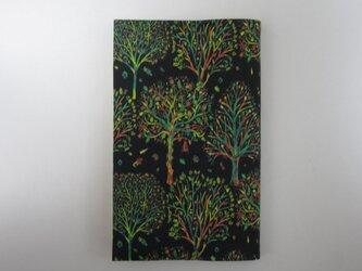 リバティプリント 新書用(The Artist's tree C)の画像