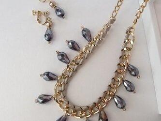 *majocco パーティー カットガラスのネックレスとイヤリングのセット 深い紫の画像