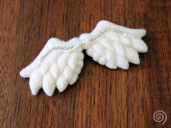 天使の羽ブローチの画像