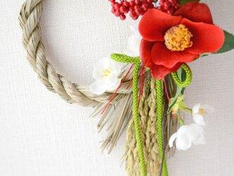 椿と桜のしめ縄リースの画像