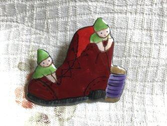 七宝 小人の靴屋 童話ブローチの画像
