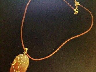 レッドジェイド(赤翡翠)金の小枝モチーフのネックレスの画像