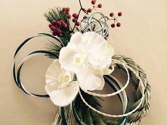 胡蝶蘭のお正月飾りの画像