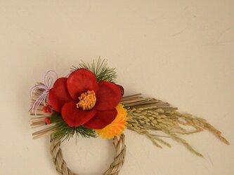 幸せを運ぶしめ縄飾り 赤椿 の画像