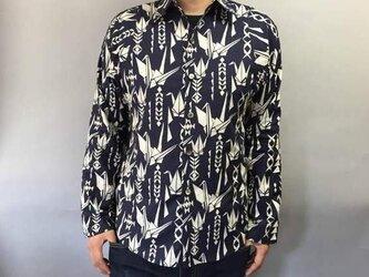 長袖和柄シャツ(折鶴模様)濃紺の画像