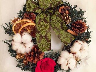 コットンフラワーのクリスマスリースの画像