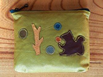 森とリスの革のミニポーチの画像