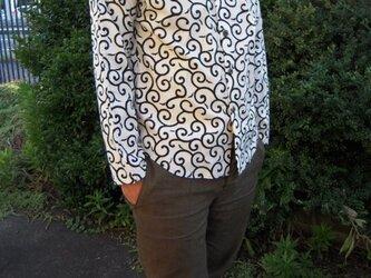 唐草模様長袖シャツの画像