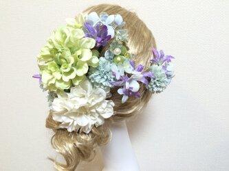 淡いグリーンダリアのヘッドドレスの画像