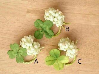 四つ葉のわっかコサージュの画像