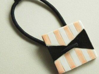 磁器ボタンゴム・四角 リボンしましま ピンクの画像