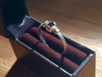ダイヤモンドとクロムエピドートのsiver&goldリングの画像