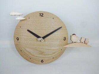 木製時計-ヒヨコの散歩(ナラ)の画像