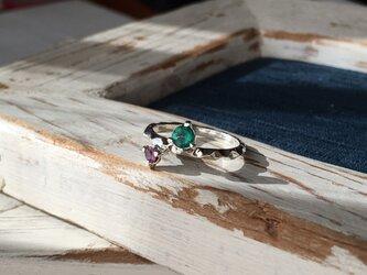 エメラルド&ルビーのリングの画像