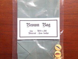 牛革 グリーン ブラウンバッグ 缶バッチ付き クッキー袋型 ハンドバッグの画像