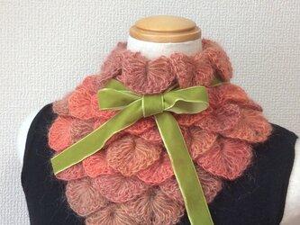 うろこ編みのサンカクミニマフラー オレンジの画像