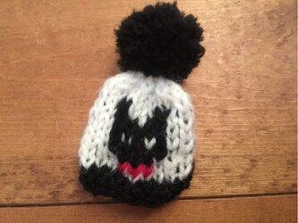 黒猫ちゃん ぽんぽん帽子のブローチの画像