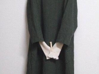 リネンウールの8分袖バルーンワンピース 深緑の画像
