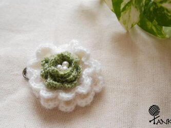 お花のコサージュの画像