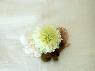 マムのコサージュ(アート・yellow-green)の画像