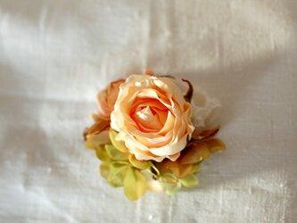 ローズのコサージュ(アート・peach)の画像