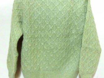 草木染セロリのセーターの画像