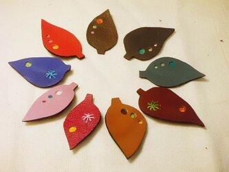 カケラブローチ 葉の画像