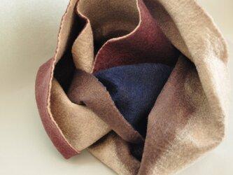 羊毛フェルトのスヌードの画像