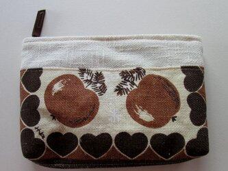 茶色のリンゴのポーチの画像
