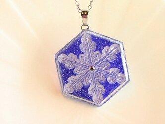 雪の結晶ネックレス①(ロイヤルブルー)の画像