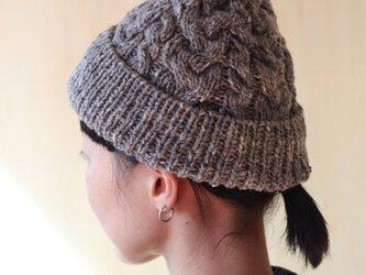 英国製糸使用 伝統柄ケーブル編みのツイードニット帽の画像