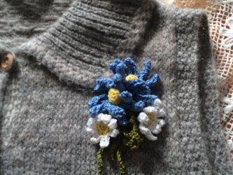 手編みブローチ♪ブルーデイジーの画像
