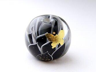 蓮と蝶 -漆黒-の画像