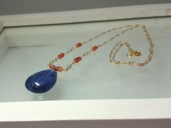 カイヤナイトのペンダントネックレスの画像