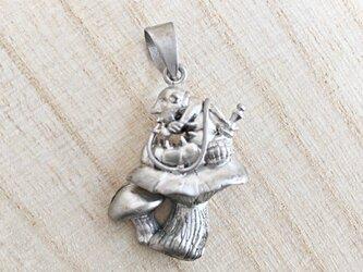 不思議の国のアリス 水キセルの芋虫の画像