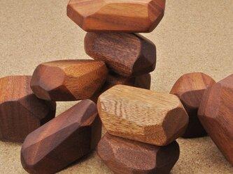 形がバラバラの 積み木の画像