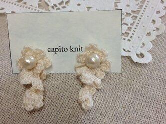 ♡シルク糸で編んだカールピアスの画像