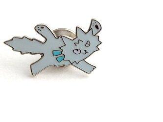 ピンバッジ「空飛ぶ子猫」の画像