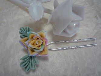 三角バラのかんざし yellow & greenの画像