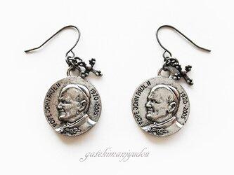 ローマ法王メダル風†フックピアス【イヤリング変更可】の画像