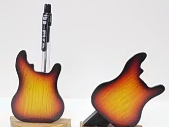 ギター型ペンスタンドの画像