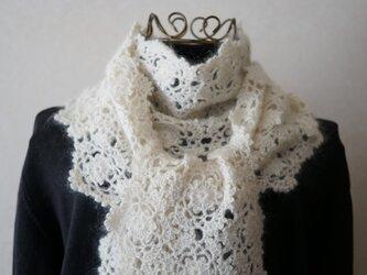 (再販)シルク入りモヘヤの雪の結晶モチーフのマフラー(オフホワイト)の画像
