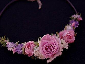可愛い小花とバラのネックレス A-11の画像