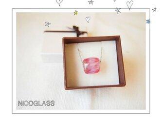 ゆらぎ玉のネックレス 金赤の画像